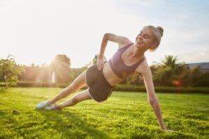 運動をしてる女性
